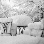 foto-sillas-llenas-de-nieve